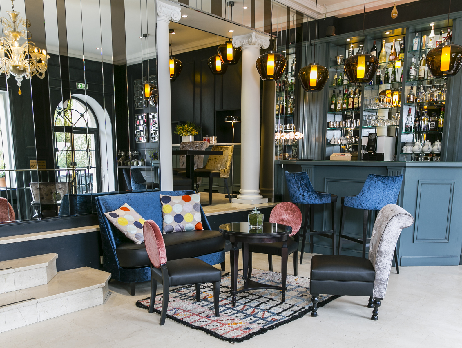 Best Western Plus de Neuville bar lounge